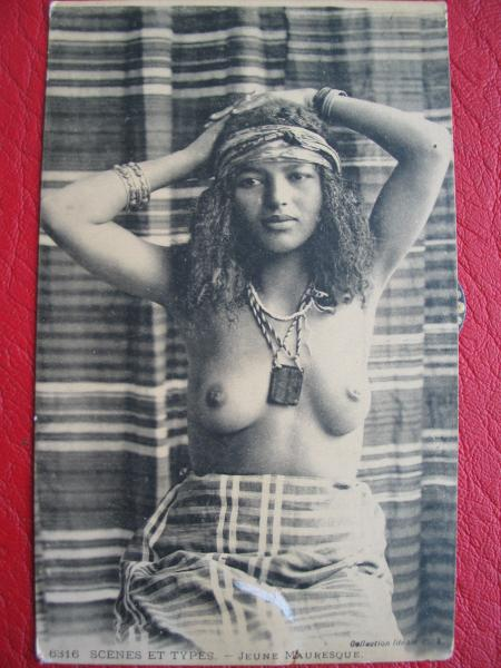 Carte postale Mauresque : prostituée coloniale